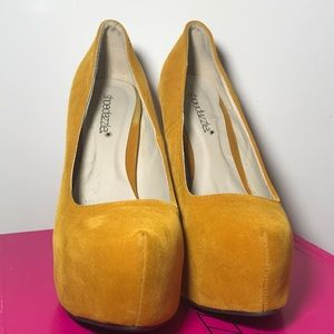 Shoe Dazzle Kleo Mustard Women's High-Heels